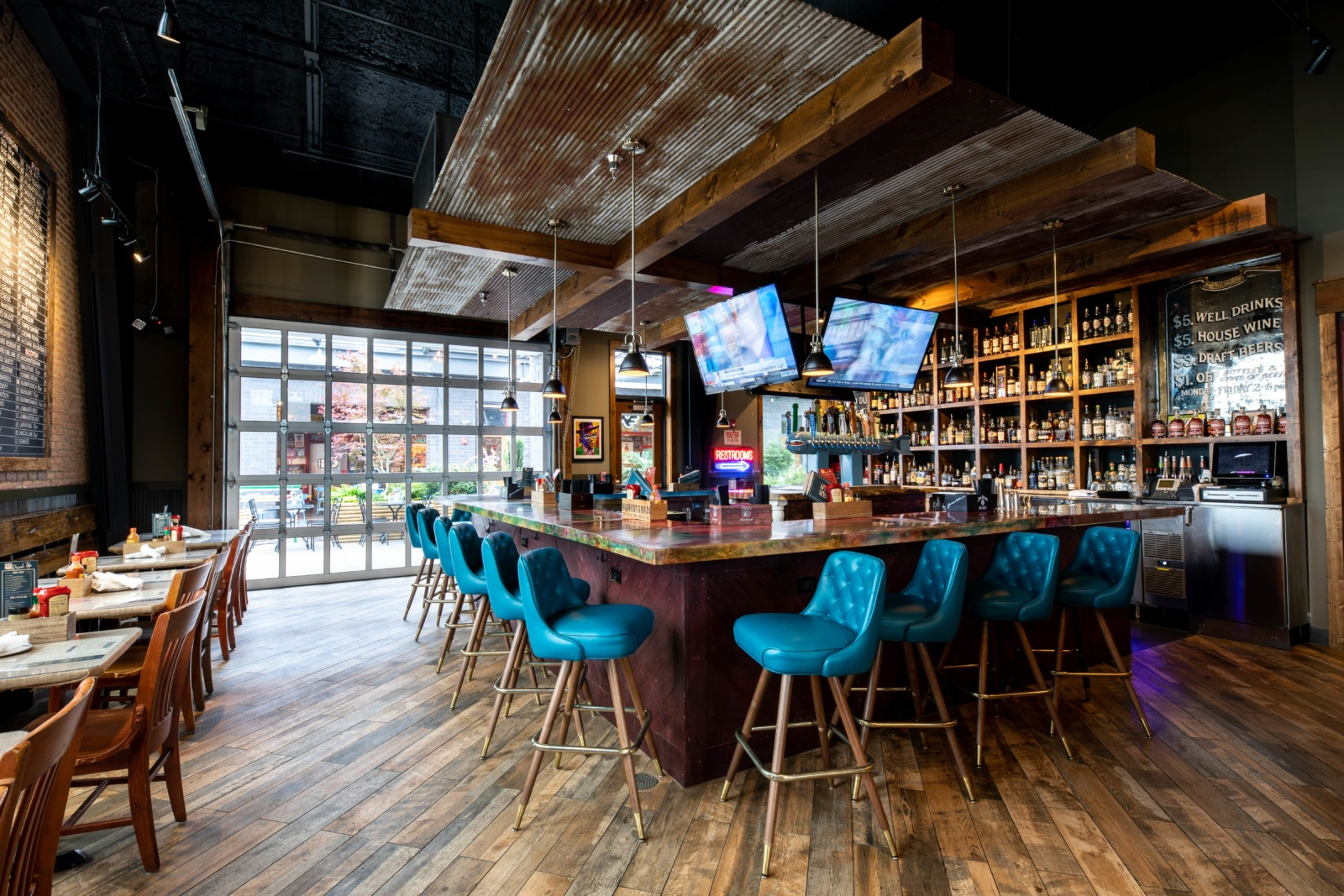 An image of the bar at 55 South in Springhill